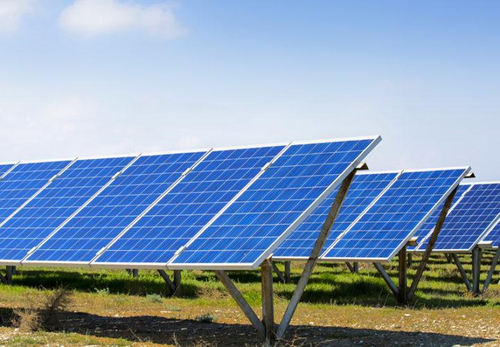 <p>PV-Freiflächenanlage mit 8,8 MWp in Südbrandenburg zu 2/3 fertiggestellt</p>